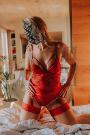 Carminda escort girl in Riviera Beach Florida