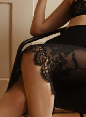 Josselyne escort girls in Valrico
